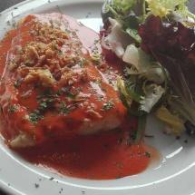 Bacalao en salsa de tomate y pimientos rojos