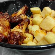 muslos de pollo con patatas